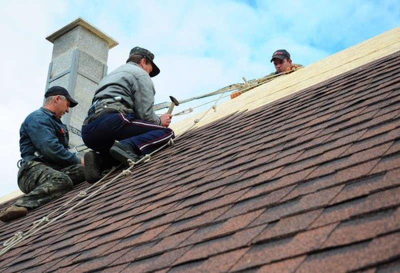 Important Tips to Consider When Hiring Roofers